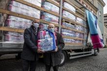 Több mint 10 tonna higiéniai papírtermék-adománnyal támogatja a Magyar Máltai Szeretetszolgálat és a Betegápoló Irgalmasrend intézményeit a Vajda-Papír
